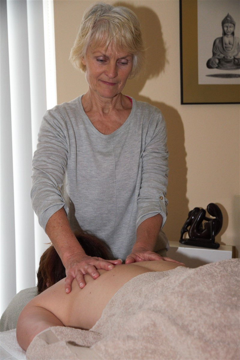 Mara Holistische Massagetherapie Almere Klassieke massage-Energetische massage-Bindweefselmassage-Voetreflexzonemassage-Holistic pulsing-Shiatsu
